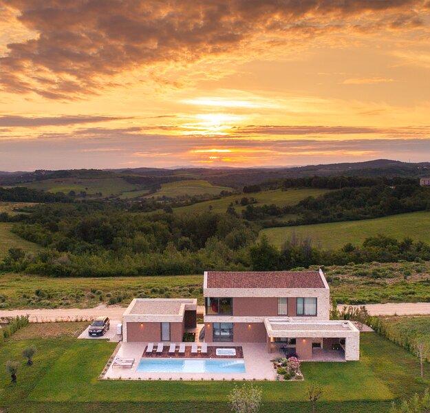 Brand new 4 bedroom villa Tophill, alquiler de vacaciones en Brtonigla