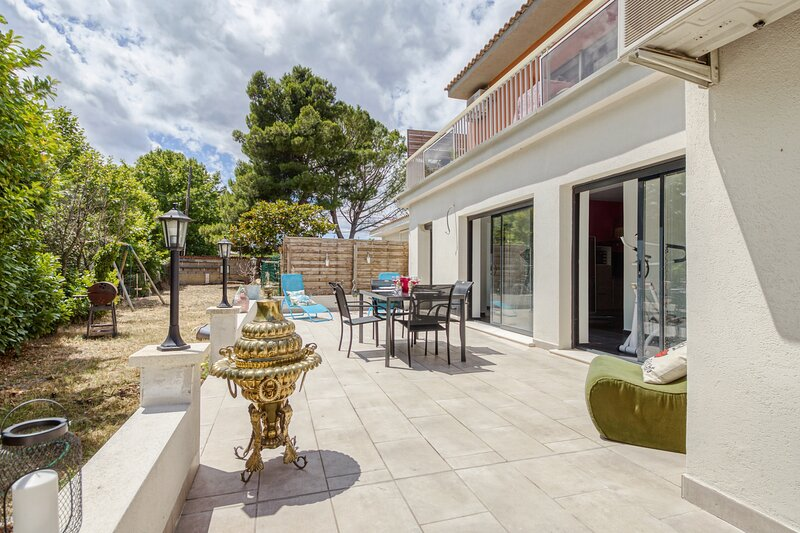Baroque - Maison avec jardin - Proche Avignon, holiday rental in Morieres-les-Avignon