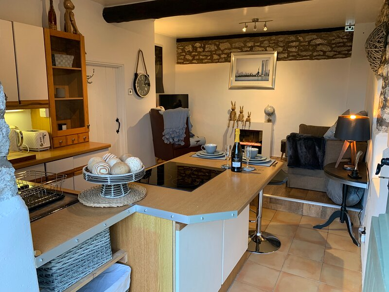 Characteristic & Cosy Self-Contained 1 Bed Annexe, holiday rental in Hincaster