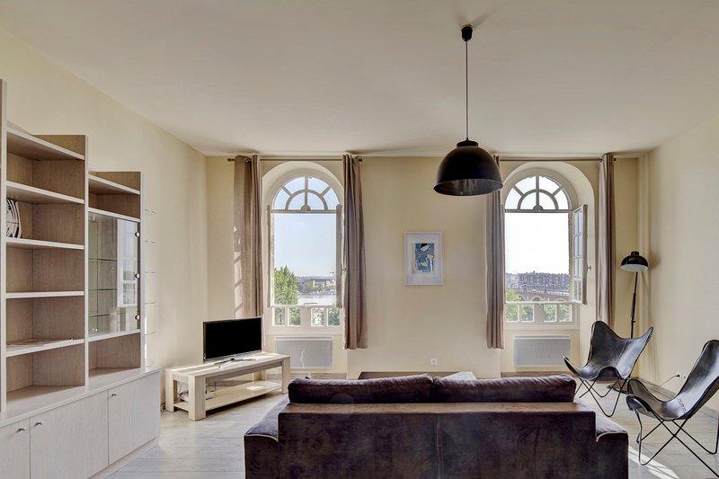 LE RICHELIEU - Magnifique duplex avec une vue Incroyable, holiday rental in Cenon