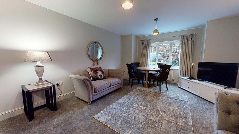 The Blenheim Suite Vanbrugh Apartments, vacation rental in Eynsham
