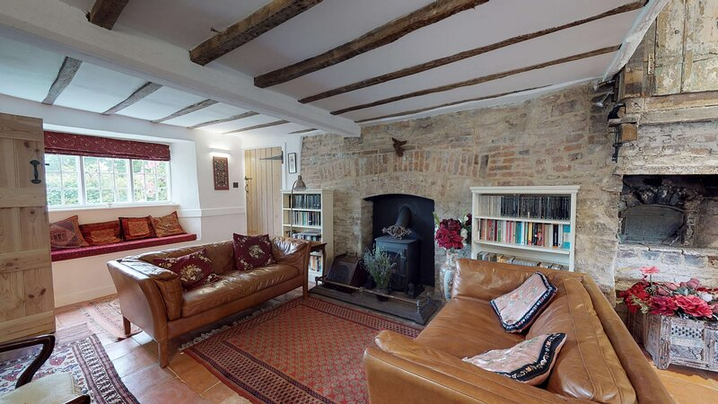 Beautiful Canal side cottage near Oxford sleeps 10, location de vacances à Chesterton