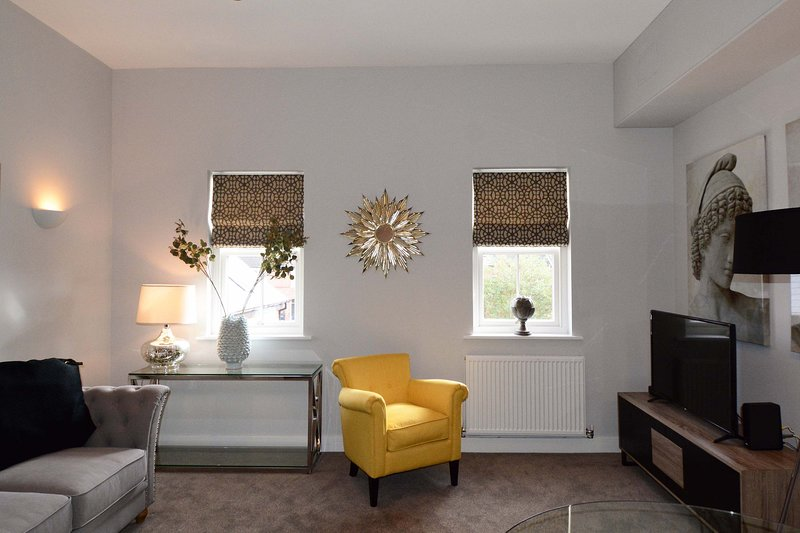 Short Let Space Dunara House The Stratford Suite, holiday rental in Warwick