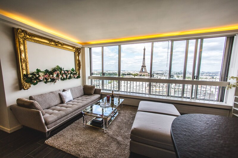PANORAMIC LUX. 2BR PENTHOUSE W/ POOL IN BEST AREA, vacation rental in Ivry-sur-Seine