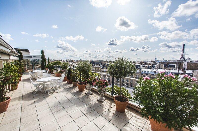 300M2 LEGENDARY 3BR PENTHOUSE W/ EIFFEL TOWER VIEW, location de vacances à Neuilly-sur-Seine