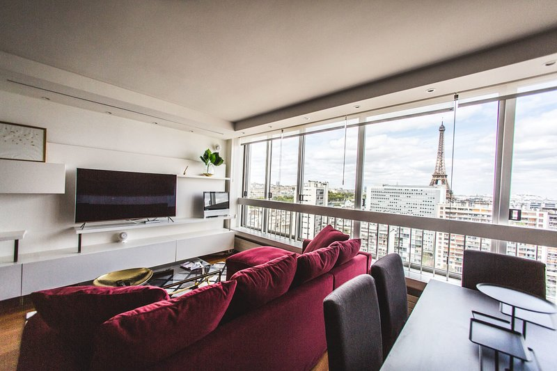 BREATHTAKING LUX. 2BR PENTHOUSE W/ POOL: BEST AREA, vacation rental in Ivry-sur-Seine