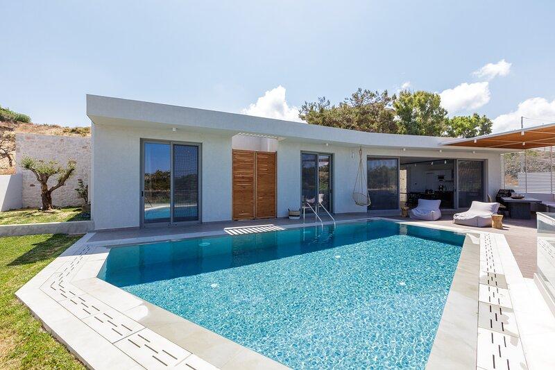 Sueno Villa, enchanting escape by the sea!, alquiler vacacional en Roumeli