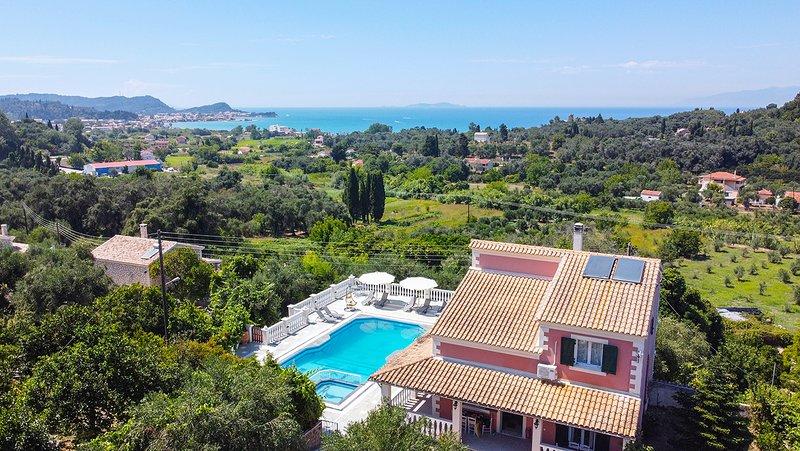 Daphne's Villa 1 Corfu, location de vacances à Velonades