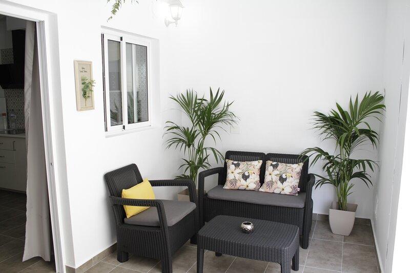 Casa Lola. Luminoso y tranquilo apartamento en Tenerife Sur, vacation rental in San Miguel de Tajao