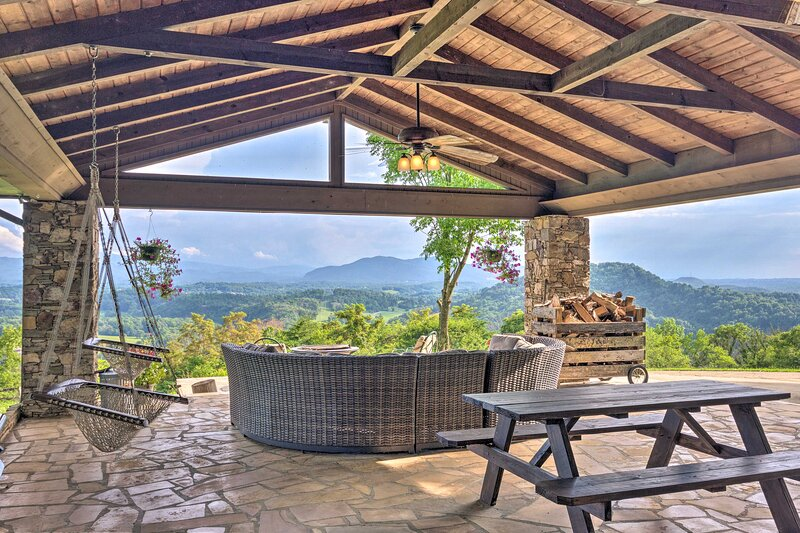 Pet-Friendly Home on 40 Acres w/Stunning Mtn Views, holiday rental in Elizabethton