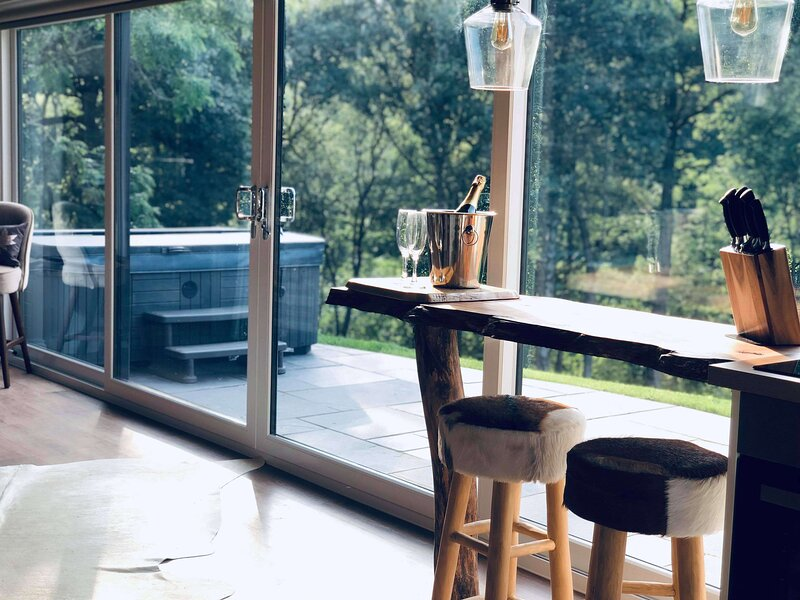 Couples retreat with Luxury Lodges in the Heart of Wales, vacation rental in Kerry