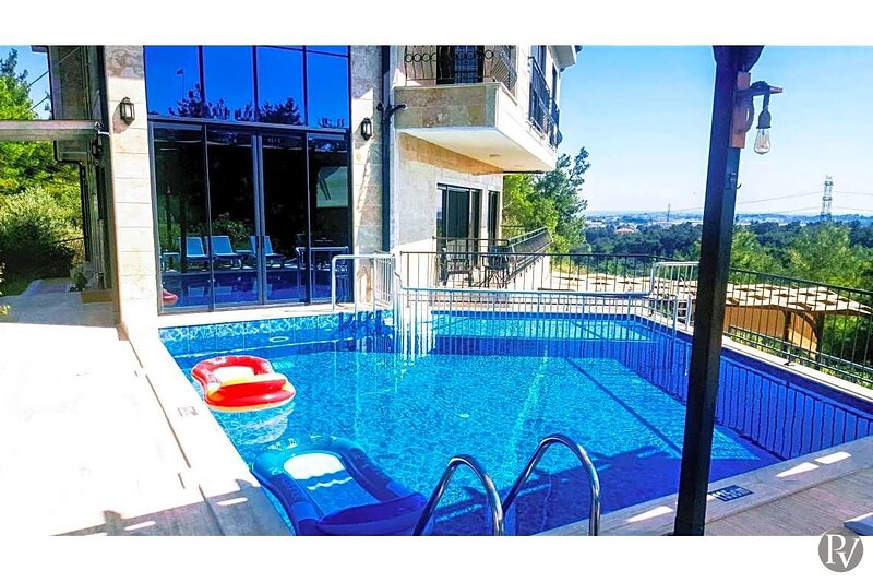 Gebze Villa Sleeps 16 with Pool Air Con and WiFi - 5861867, vacation rental in Evrenseki
