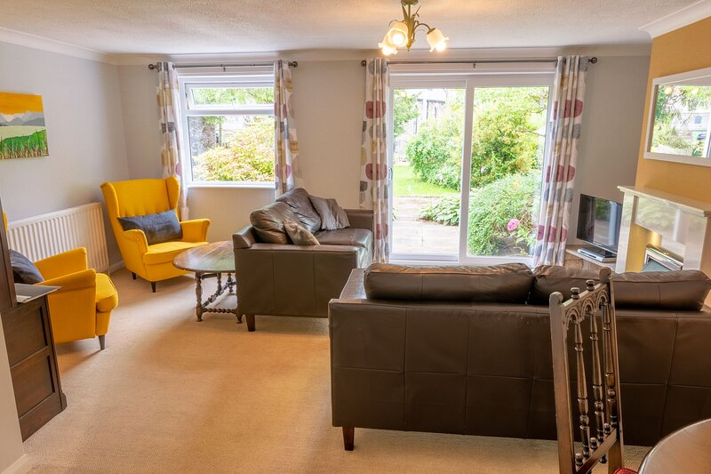 Avondale Bungalow - Family-friendly Holiday Cottage situated in Staveley, with a, holiday rental in Staveley