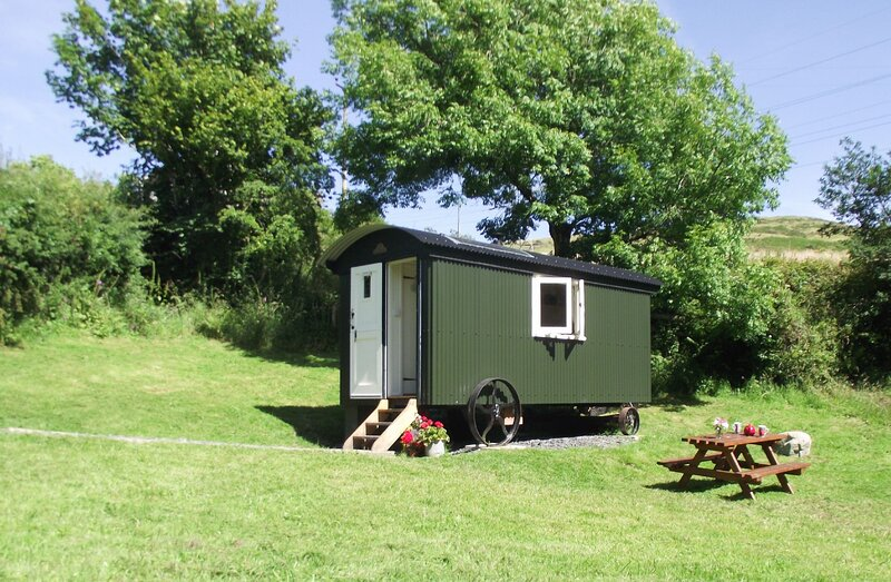 Hut in the Sheep Wash - A beautiful traditional Shepherd's Hut near Ulverston, f, holiday rental in Spark Bridge
