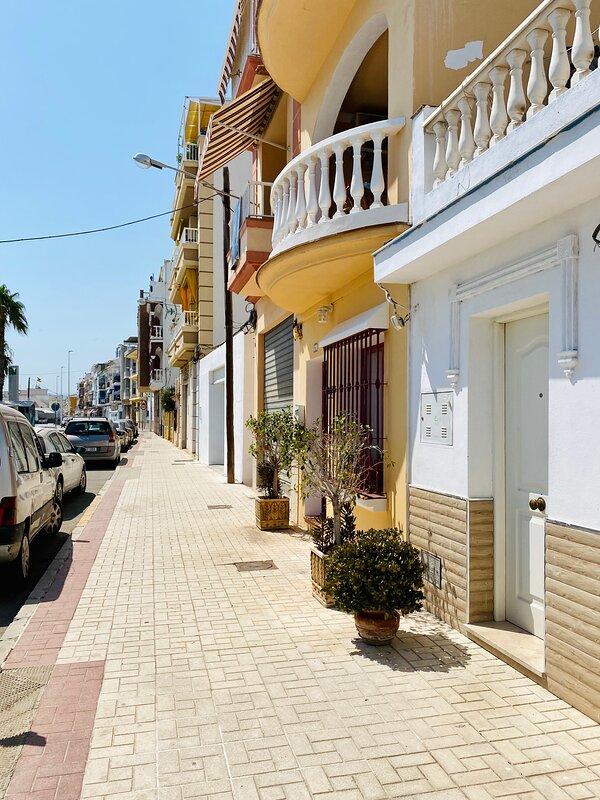 Gatan och huset.