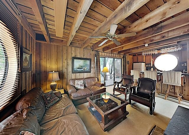 Windermere Oaks Tennis Cabin: 3 Pools, 10 Courts & Fishing Pier, holiday rental in Spicewood