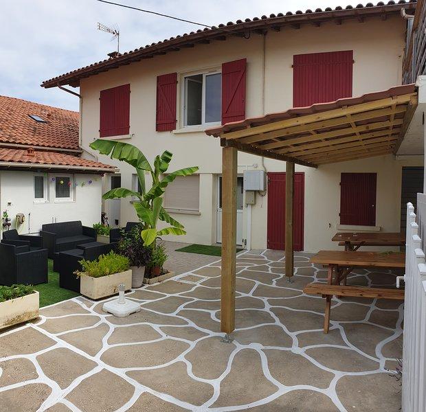 Villa Delis - Rénovée - 3 a 4 Familles - Plages - Hypercentre - 18 couchages, location de vacances à Vieux-Boucau-les-Bains