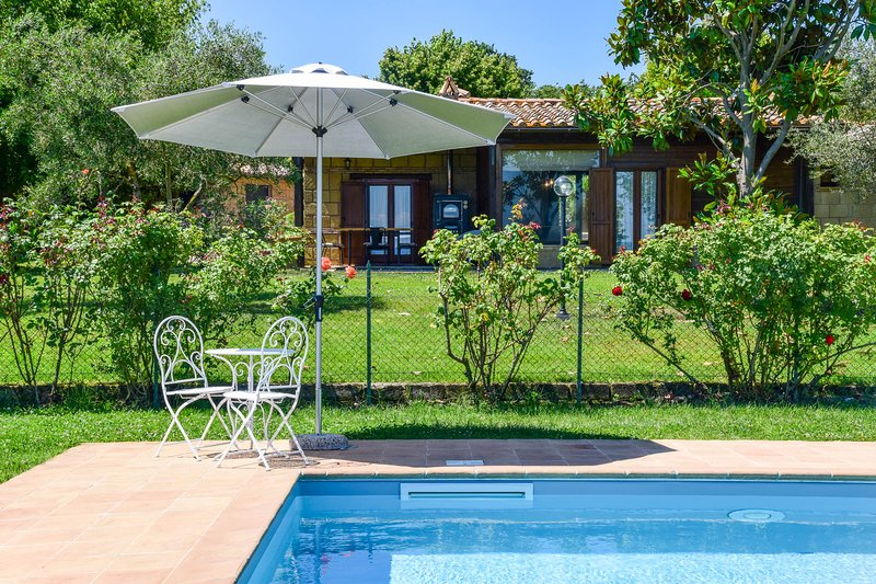 House with private pool-air conditioning 300 meters from Bolsena lake, vacation rental in San Lorenzo Nuovo
