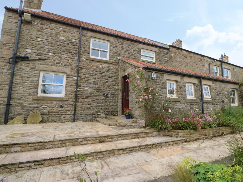 THE GRANARY, pet friendly, character holiday cottage, with a garden in, holiday rental in Shotley Bridge