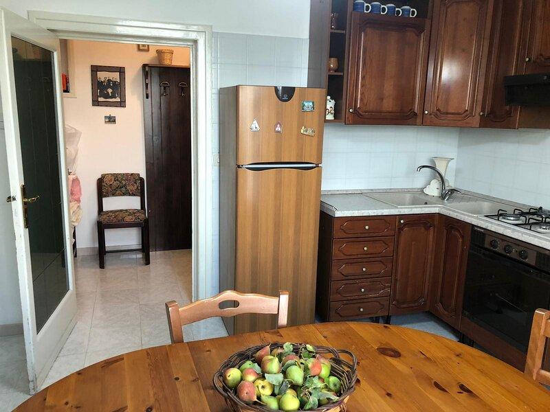 Appartamento a 50MT dal Centro Storico + BOX AUTO, alquiler vacacional en Casalini di Cisternino