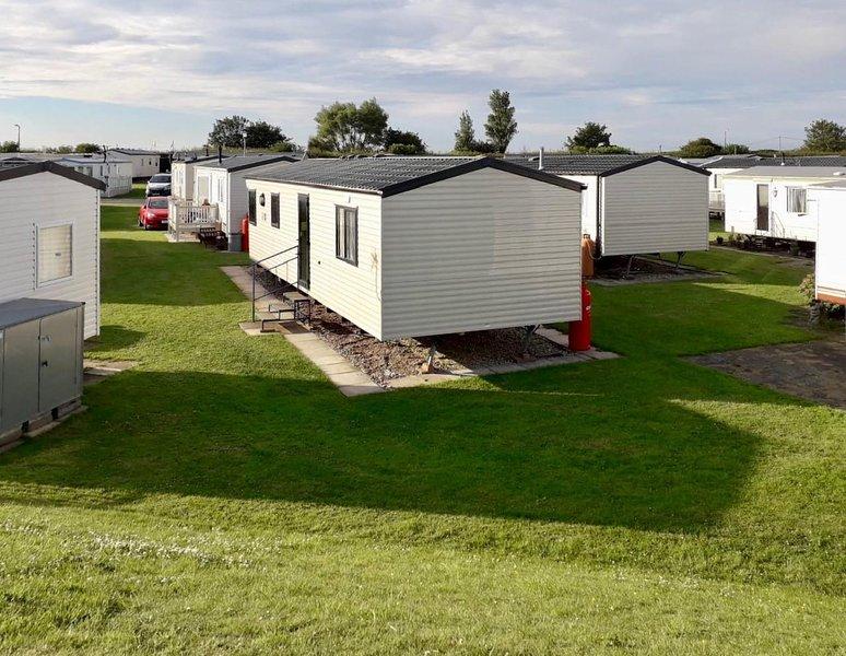 4 berth caravan for hire at Sunkist Holiday Park near Skegness ref 42084S, location de vacances à Helsey