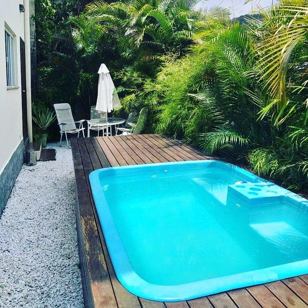 Casa triplex com salão de festas e piscina, alquiler de vacaciones en Picarras