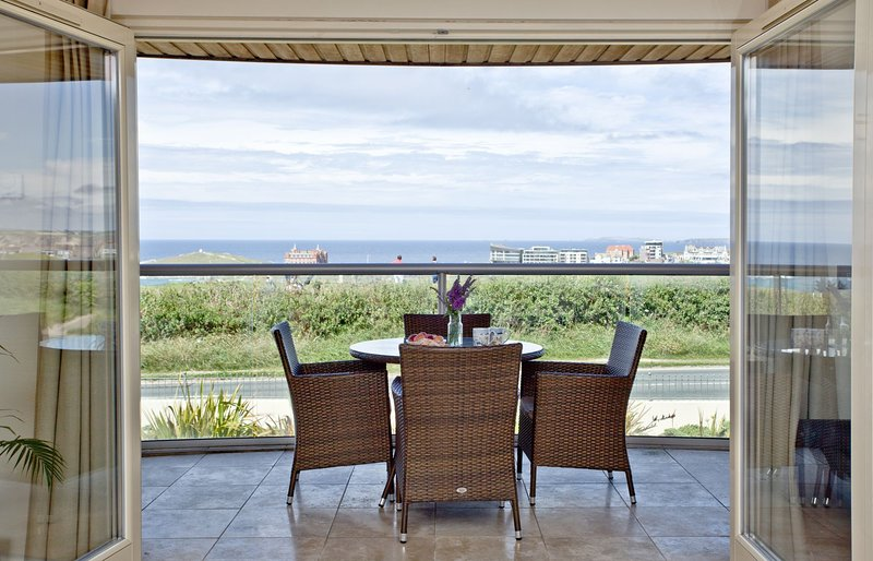 4 The Vista - A luxury, pet-friendly two bedroom apartment in Newquay, holiday rental in Newquay