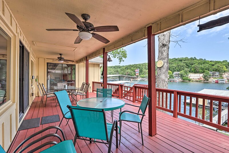 Lake of the Ozarks 'Hiller Haus' w/ Private Dock!, casa vacanza a Versailles