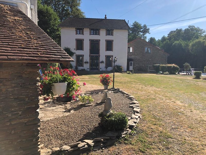 Moulin des Forges- Gites, Camping & Glamping- Moutier-Malcard, Creuse. France, vacation rental in Creuse
