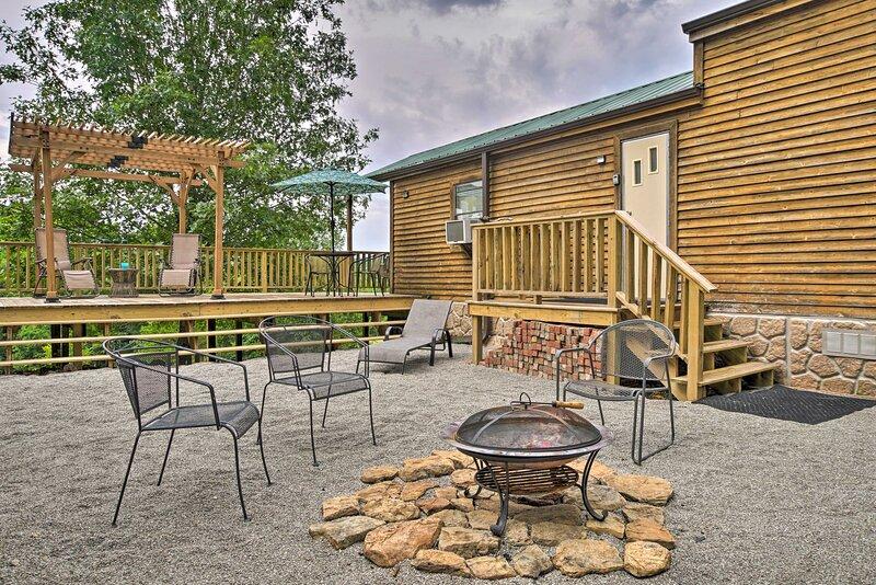 Oak Grove Nature Retreat w/ Kayaks & Mountain View, casa vacanza a Ridgedale