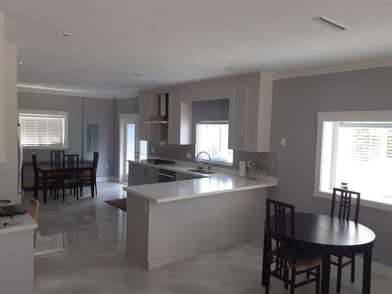 4 Bedroom Guest house, vacation rental in Burnaby