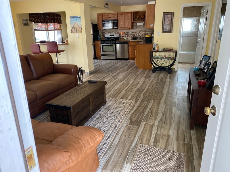 Relaxing Lagoonfront - Extended Stay Available - Pets Ok, vacation rental in Beach Haven West