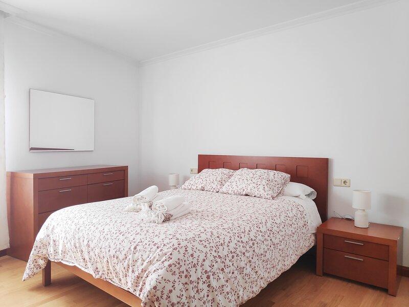 Apartamento Naval cetrico, holiday rental in Marin
