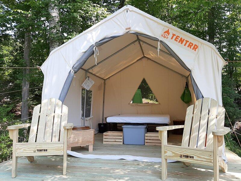 Tentrr Signature Site - Sleigh Hill Farm Glamping, location de vacances à Hague