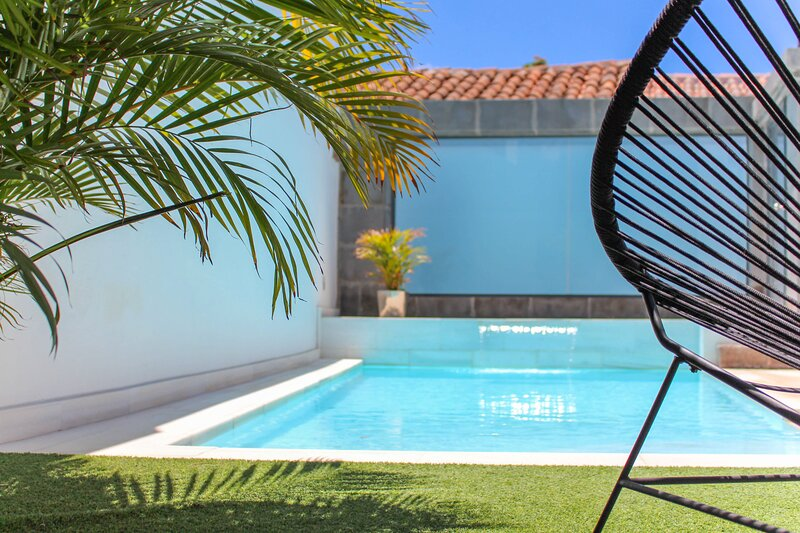 Town holiday cottage with private pool, vacation rental in Santa Lucía de Tirajana
