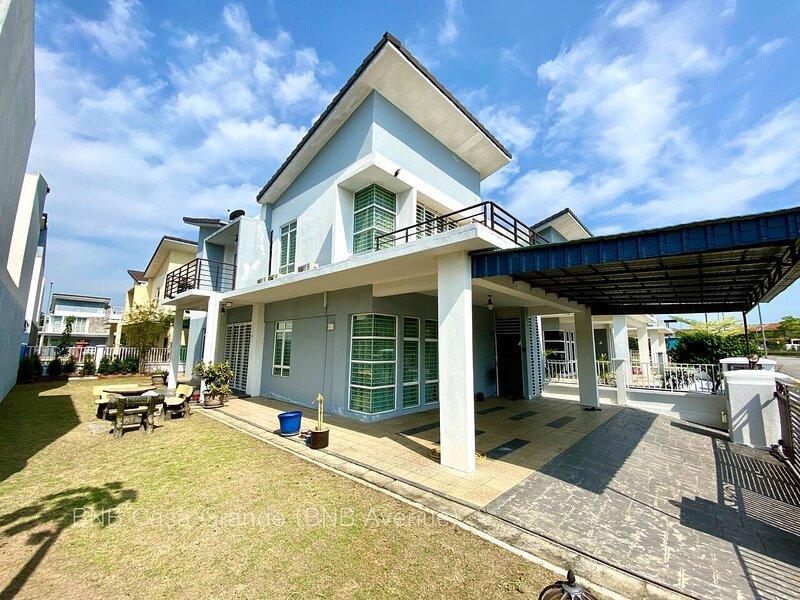 BNB Casa Grande - Rawang (Spacious w garden for 20pax), vakantiewoning in Kuala Selangor