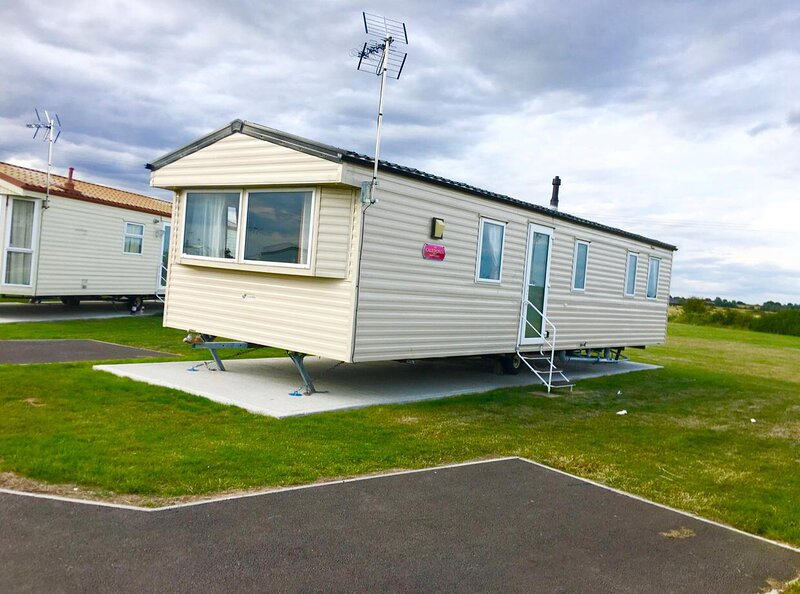 Superb 4 berth caravan for hire near Clacton on sea in Essex ref 29005HV, holiday rental in St Osyth