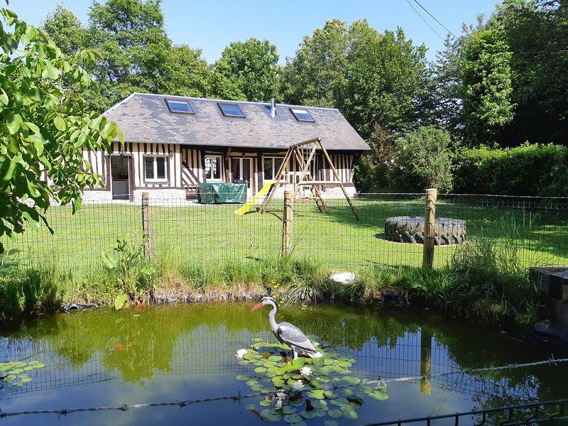 Gîte avec parc animalier sur propriété à proximité Honfleur Deauville Le Havre, vacation rental in Pont-Audemer