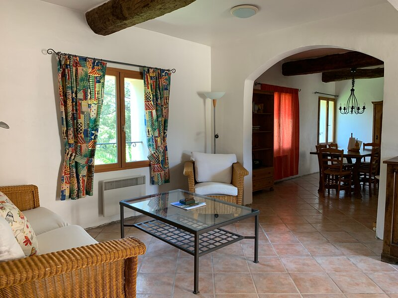 Domaine Piqueroque 2 - Rare opportunity to holiday on award winning vinyard, holiday rental in Cabasse