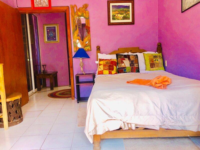 Mini Studio Private Bath & Kitchenette, vacation rental in San Juan Chamula