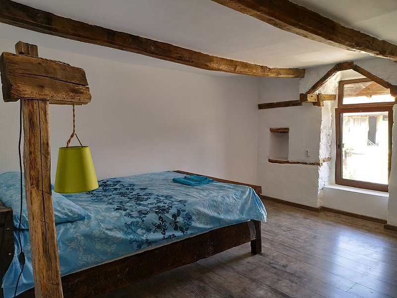 The Old Nest house, Room with window Arch  Промяна на обявата, holiday rental in Haskovo Province