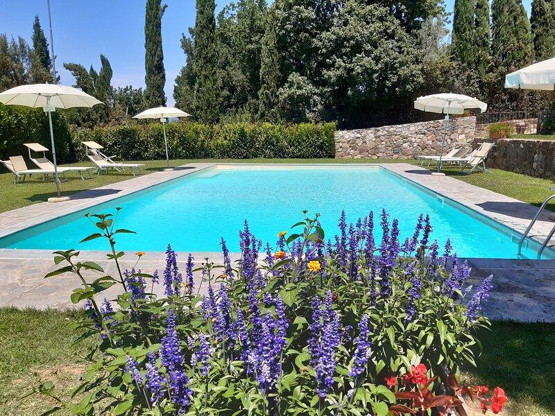 Appartamento trilocale per 4/7 persone con piscina a 8 Km dal centro di Firenze, alquiler vacacional en Castelnuovo d'Elsa