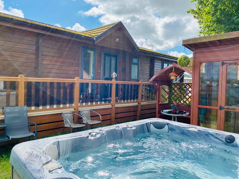 Misty Bay 18 Luxury lodge with Hot-Tub, vacation rental in Tattershall