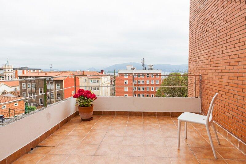 Acogedor apto estratégicamente situado, vistas bahia., holiday rental in Pedrena