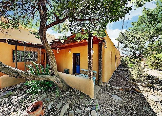 Alfred's Casita: Century-Old Gem w/ Fenced Yard & Gas-Burning Fireplace, holiday rental in Penasco