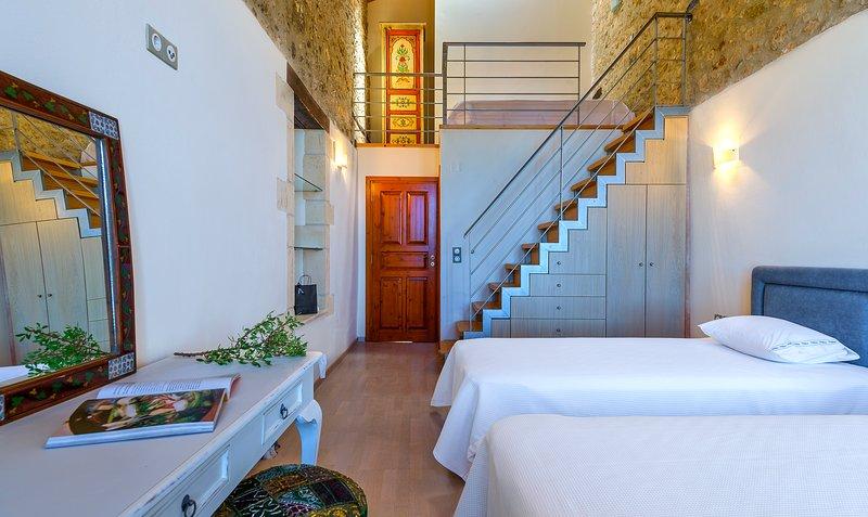 Villa Candice B&B - Venus Suite, holiday rental in Maroulas