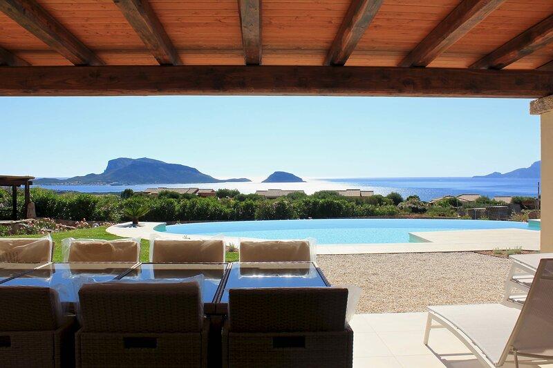 VILLA ALBA NUOVA with infinity pool & amazing sea view, holiday rental in Golfo Aranci