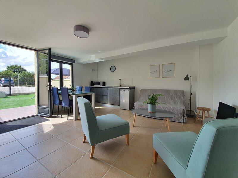 Escale Verte appartement calme avec jardin proche Fontainebleau Barbizon, aluguéis de temporada em Nainville les Roches