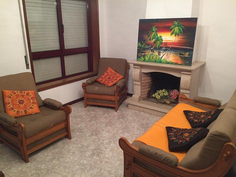 Beautiful apartment near the beach, location de vacances à Cortegaca