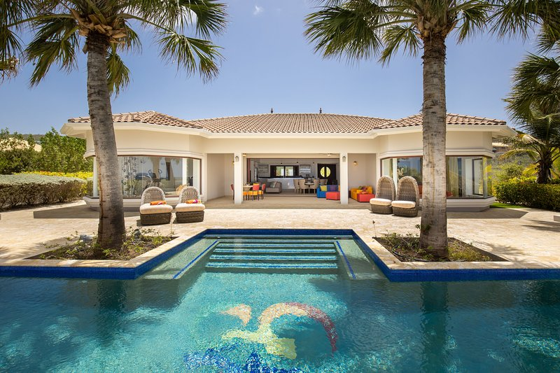 ***NEW*** Oceanfront Luxury Mansion w/ Private Beach & Pool - Gated Community, holiday rental in Sint Willibrordus